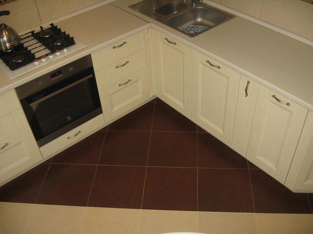 Классическая бежевая кухня на 10 кв.м.