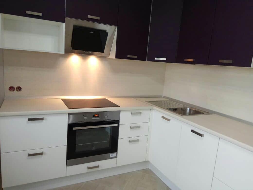 Кухня с фасадами СОФТ-ТАЧ Белый/Пурпур