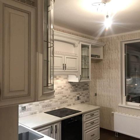 Кухня с фасадами МДФ Пленка с серебряной патиной