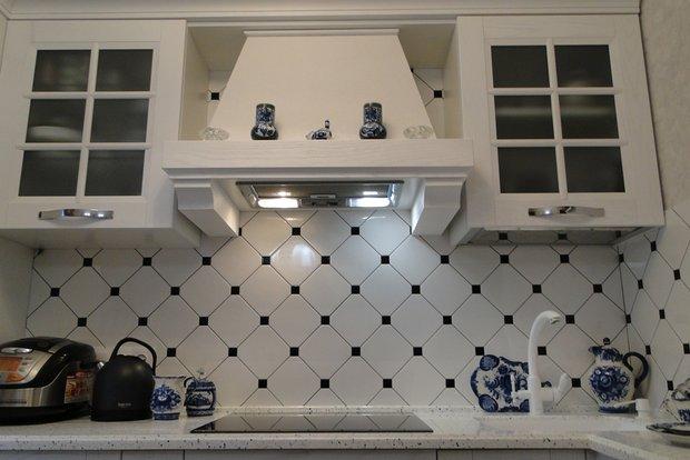 Белая угловая кухня на 7 кв.м.