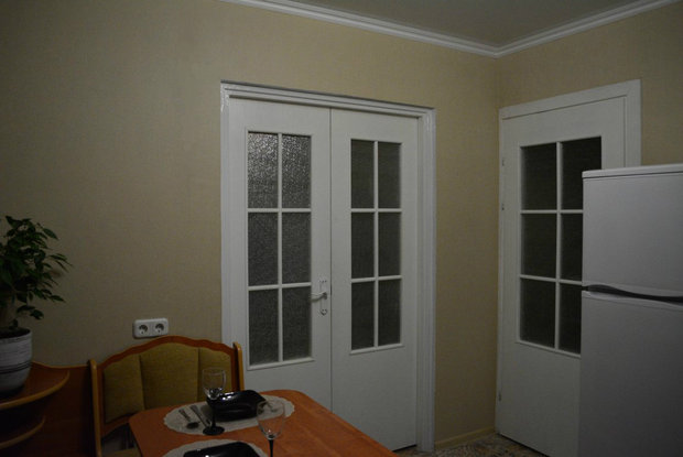 две двери в кухне
