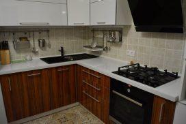 Современная угловая кухня на 10 кв.м.