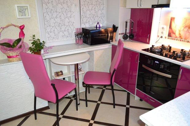 Фиолетовая кухня в хрущевке