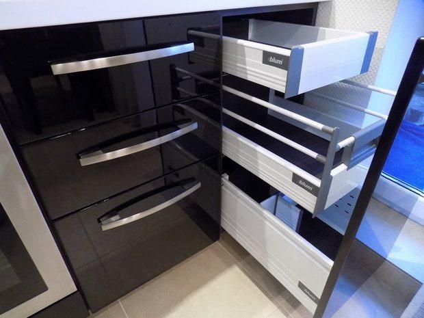 черные фасады кухни