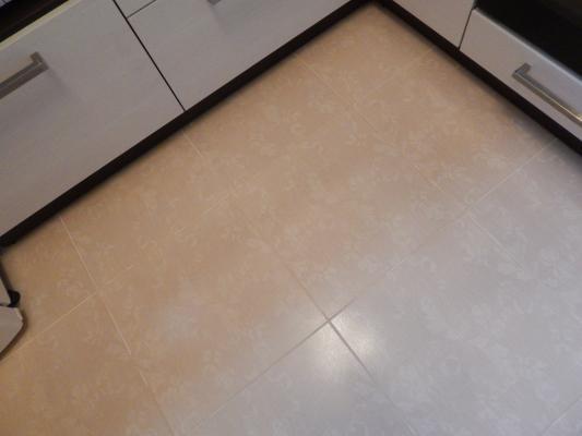 бежевый пол кухня