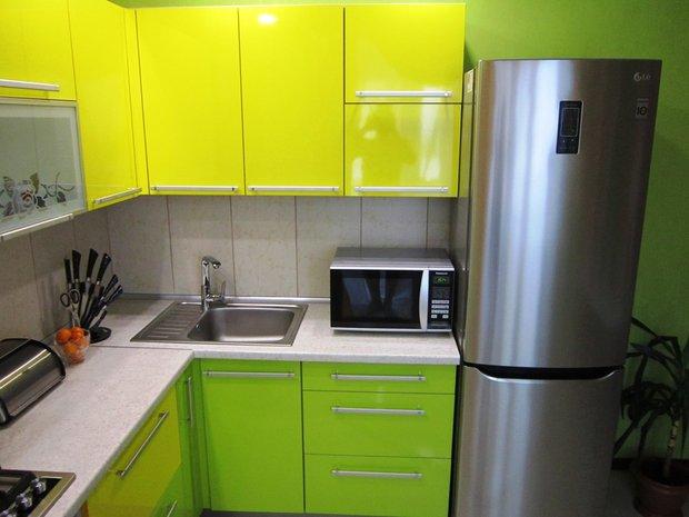 Желто-зеленая кухня в стиле Модерн