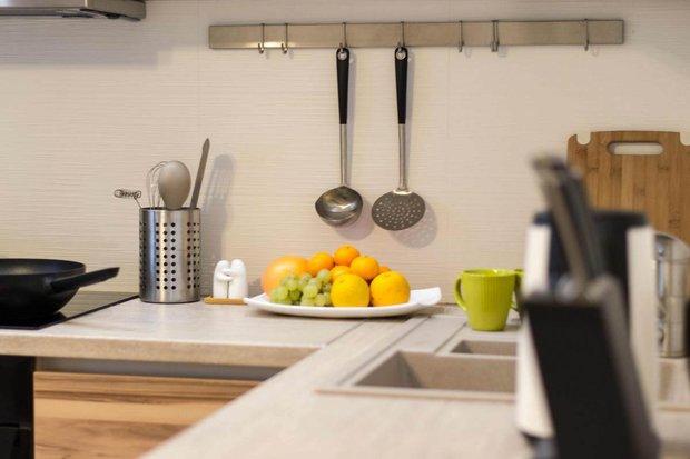 белый кухонный фартук