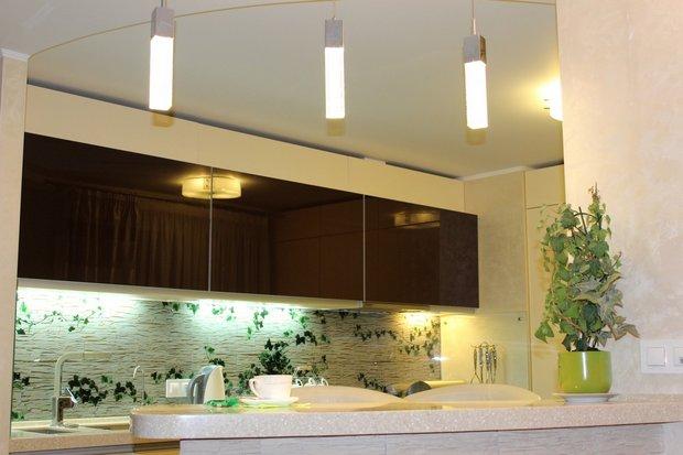 стеклянные фасады в кухне