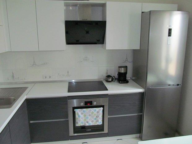 экономим фото кухонь с серебристым серым холодильником юбка прозрачным