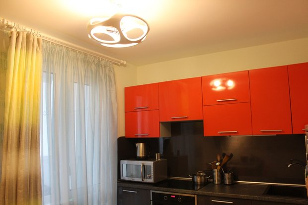 Оранжево-серая кухня (холостяцкий вариант)