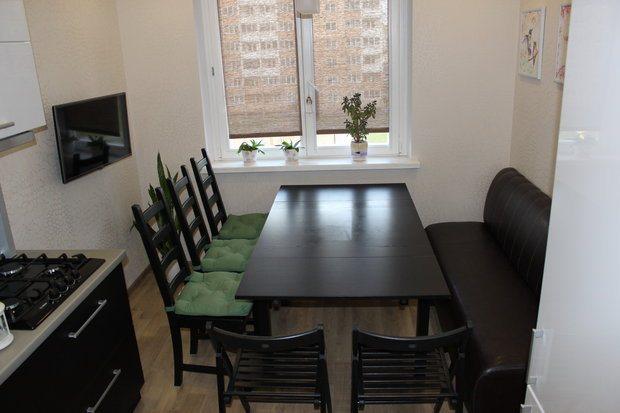 Черно-белая кухня-гостиная на 12 кв.м.