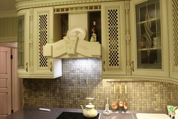 Светлая классическая кухня на 9.6 кв.м.