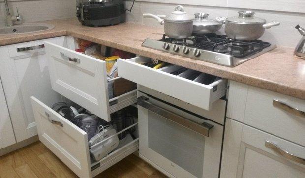 Белая кухня для холостяка