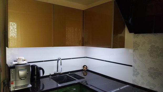Кухня из пластика цвета Малахит