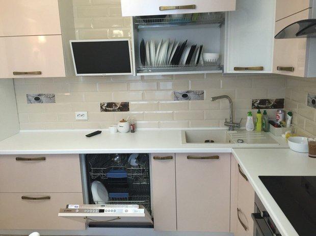 Строгая кухня в стиле Модерн из пластика