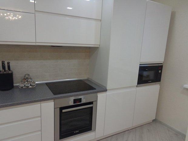 Ультрасовременная белая кухня
